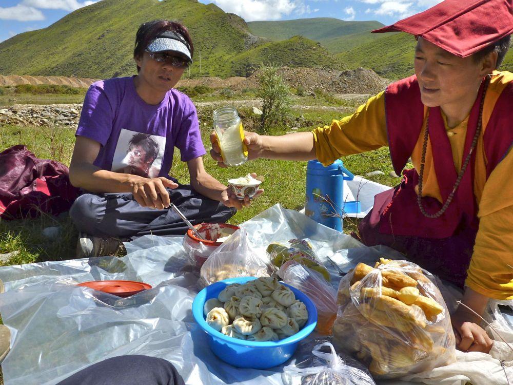 Pique-nique improvisé au Tibet