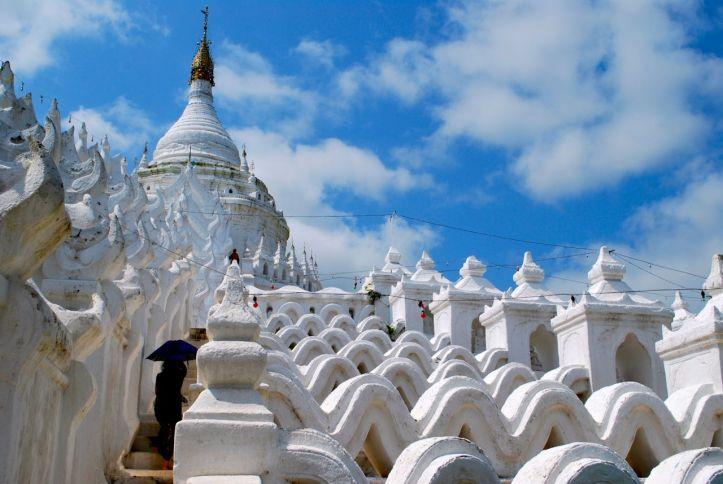 Mingun, près de Mandalay, est un des sites les plus visités du pays.
